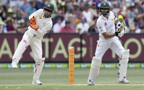 دبئی ٹیسٹ کے تیسر ے دن کے کھیل میں آسٹریلیا کی بیٹنگ جاری