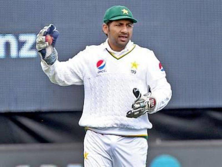 کپتان قومی ٹیم نے دبئی ٹیسٹ میں محمد حفیظ سے کم باؤلنگ کروانے کی حیران کن وجہ بتا دی